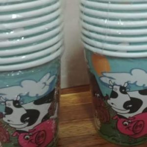 Farm animal paper cups, 10 per pack.