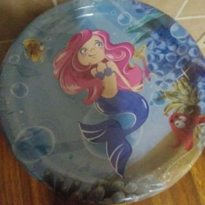 Mermaid paper plates big, 10 per pack.