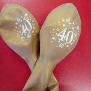 40th latex balloons gold 10 per pack.